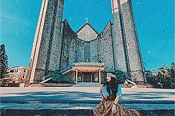 Lùng ngay tọa độ Nhà thờ Huế có kiến trúc đẹp như châu Âu, đứng vào thôi cũng có ngay ảnh đẹp