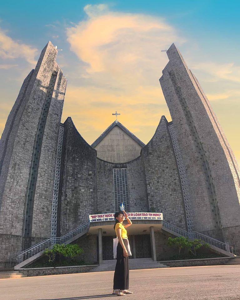 các sống ảo tại nhà thờ ở Huế