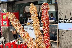 """Có gì ở quán gà xiên que Hàn Quốc dài hơn cả """"sừng của người yêu cũ"""""""