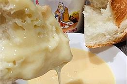 Sau cao Sao Vàng thì bánh mì chấm sữa lại được kỳ vọng trở thành món Việt hot trend trời Âu