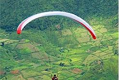 """Mùa lễ hội cuối năm, """"set kèo"""" lên Lai Châu trải nghiệm bay dù lượn và khinh khí cầu"""
