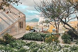 Những quán cà phê ở lưng chừng núi, view ngắm trọn hoàng hôn Đà Lạt, rủ bồ đi ngay