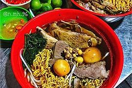 """Nửa đêm mà """"vật đồ ăn"""" quá thì cứ phi xe đi thử 5 quán ăn đêm này, chỉ sợ béo không sợ đói tí nào!"""