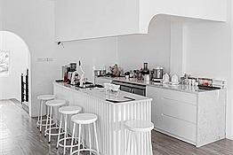 Quán cafe trắng như OMO chỉ cần dơ máy lên là có ngay ảnh xịn như blogger