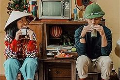 """Quán cafe """"trở về tuổi thơ"""" nằm giữa lòng Hồ Tây - nổi tiếng với món """"mẹt tuổi thơ"""" chứa chan kỉ niệm"""