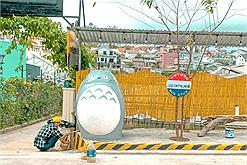 Không cần mơ mộng Nhật Bản, ngay tại Đà Lạt cũng có trạm xe bus Totoro cho các fan Ghibli đây!