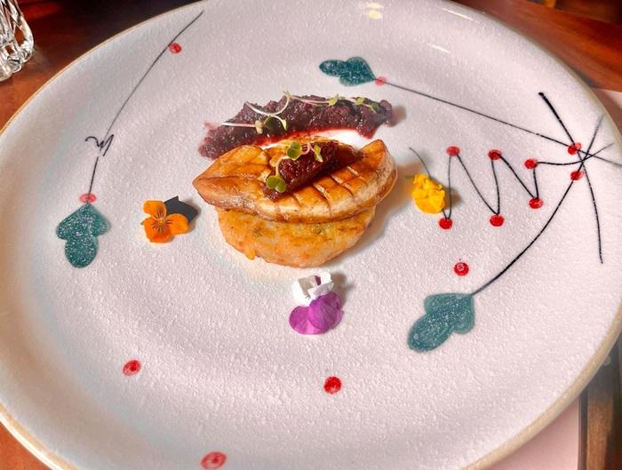 gan ngỗng áp chảo tại nhà hàng Trường Giang