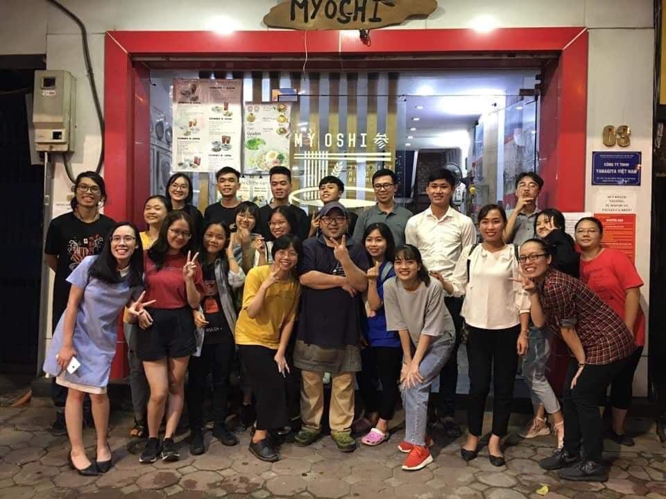 đội ngũ nhân viên tại mỳ ramen oishi Lê Đại Hành