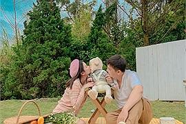 Điều ước 2021: Có gia đình nhỏ hạnh phúc, dắt tay nhau đi Đà Lạt check in ấm áp thế này