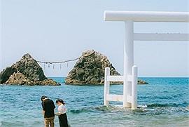 Bãi biển Nhật Bản đẹp như cổ tích với hai hòn trống mái, cặp đôi nào đến đây sẽ hạnh phúc đến cuối đời