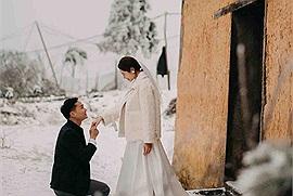"""Đỉnh cao của săn tuyết là đây: Tranh thủ Y Tý tuyết rơi trắng trời """"làm ngay"""" một bộ ảnh cưới để đời"""