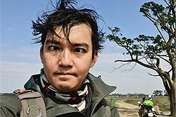 """Ghé thăm cây ngô đồng """"Mắt Biếc"""", travel blogger Trần Đặng Đăng Khoa làm hẳn bộ ảnh """"các kiểu mắt"""" cực nhắng"""
