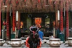 Gần Tết giới trẻ rủ nhau lui tới 4 ngôi chùa cầu duyên linh nghiệm nhất Hà Nội