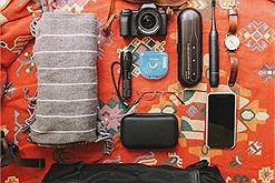 """Travel creator Lạc tiết lộ 20 món đồ """"bất ly thân"""" trong những chuyến hành trình của mình"""