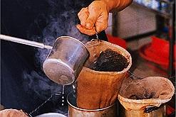 Cà phê vợt có gì mà dân Sài Thành mê hơn nửa thế kỷ?