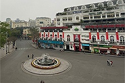 Hà Nội chưa đến Tết đã vắng tanh, phố đi bộ không một bóng người
