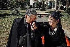 """Tôi với bà lên Đà Lạt chụp bộ ảnh kỷ niệm 47 năm """"tình bể tình"""" như chúng nó nhé!"""