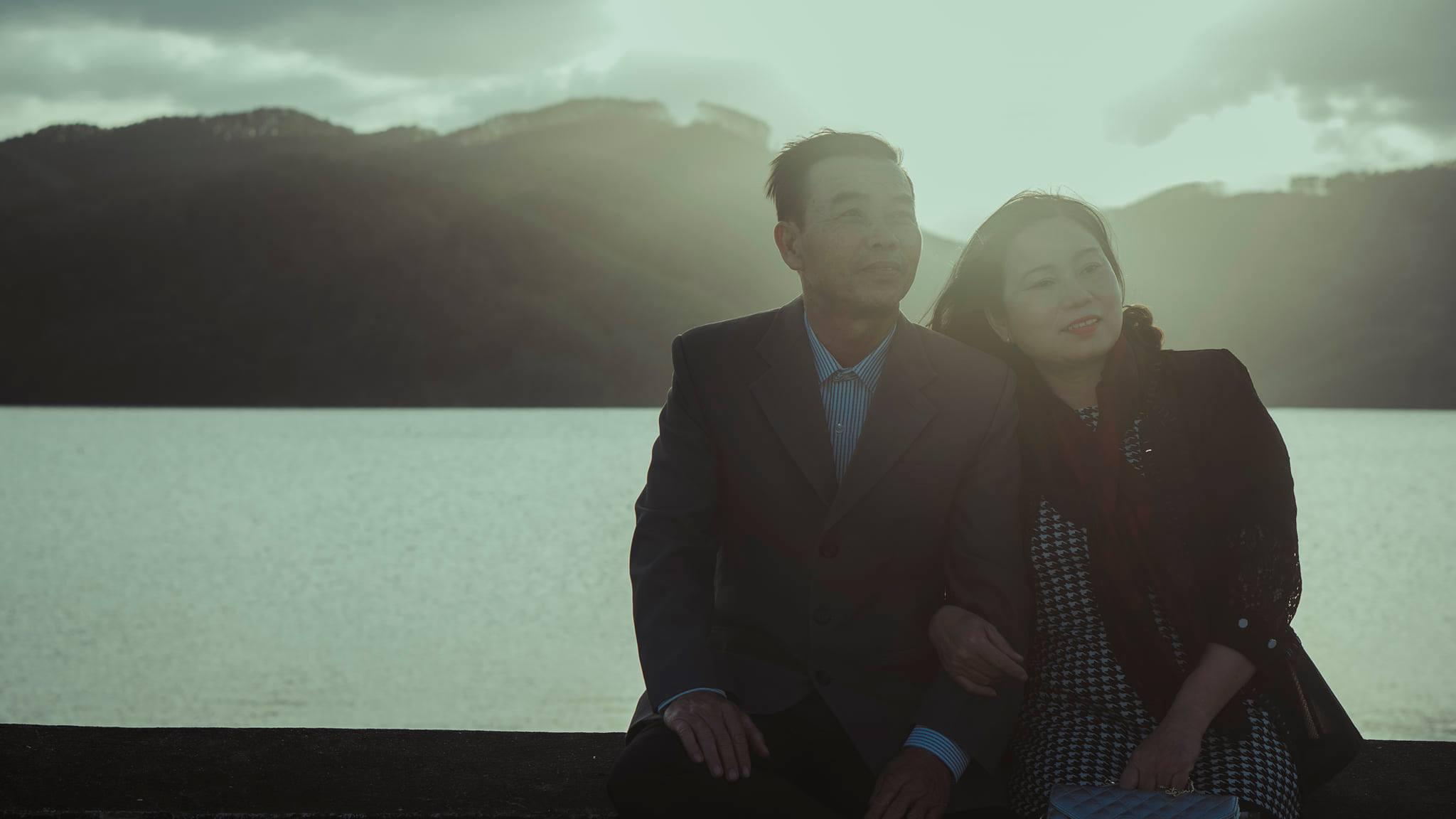 """bộ ảnh tái hiện vài cảnh trong MV """"Chúng ta của hiện tại"""""""