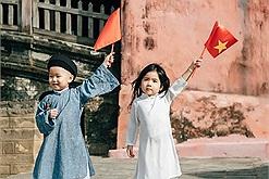 """""""Xiêu lòng"""" bộ ảnh hai em bé Đà Nẵng cổ vũ tâm dịch: Quảng Ninh - Hải Dương cố lên, Việt Nam cố lên!"""