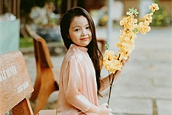 """Con gái Elly Trần khoe thần thái """"Hoa hậu tương lai"""" trong bộ ảnh đón Tết"""