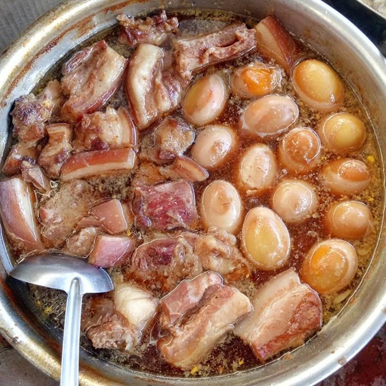 Món thịt kho hột vịt miền nào cũng có mà mỗi miền ngon một kiểu