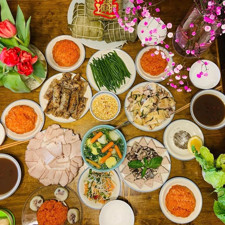 Sắp trở lại Hà Nội, tự dưng lại thèm mâm cơm mẹ nấu hôm qua còn thấy ngán