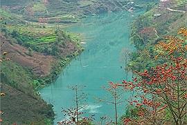 Ta lại có hẹn với Hà Giang những ngày này: Mùa hoa gạo nở đỏ rực khoảng trời cao nguyên đá