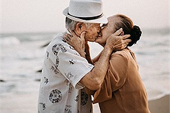 Chuyện chàng sinh viên Đại học Đà Lạt với cô thợ may Phan Thiết, đến già vẫn có tình yêu đẹp như ngôn tình