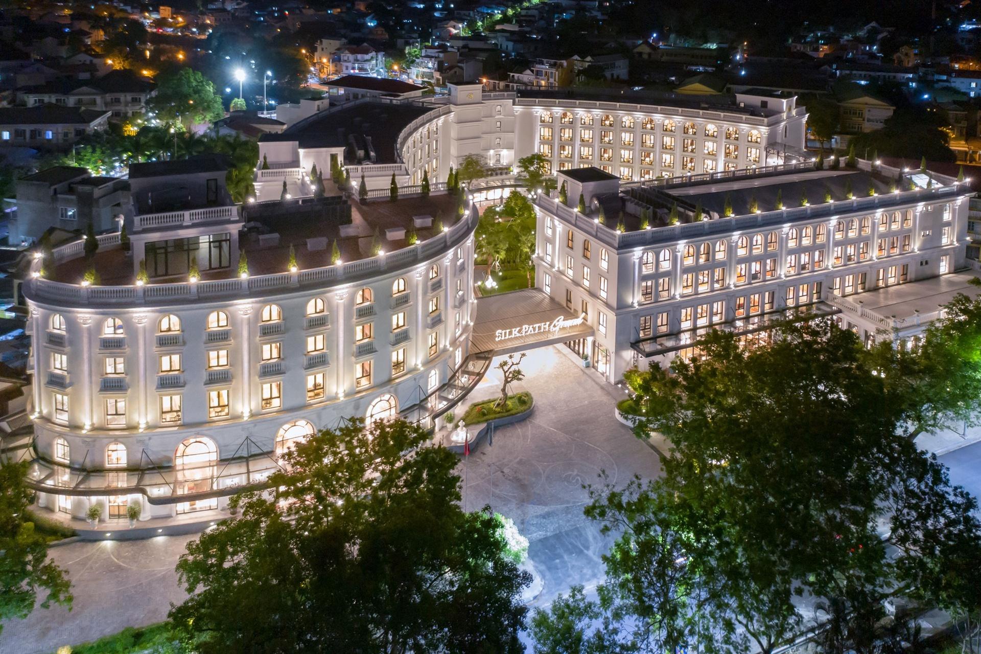 Khách sạn nổi bật giữa trung tâm cố đô Huế