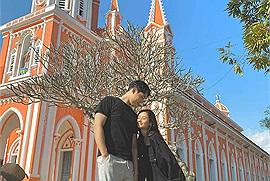 Theo chân cặp đôi Hàn - Việt khám phá 3 nhà thờ ở Nghệ An, chỉ cần đứng vào là có ảnh đẹp này