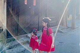 """Bộ ảnh hai thiên thần nhỏ ở Hội An khiến cư dân mạng gật gù đồng ý """"nhất định phải có cô con gái trong đời"""""""