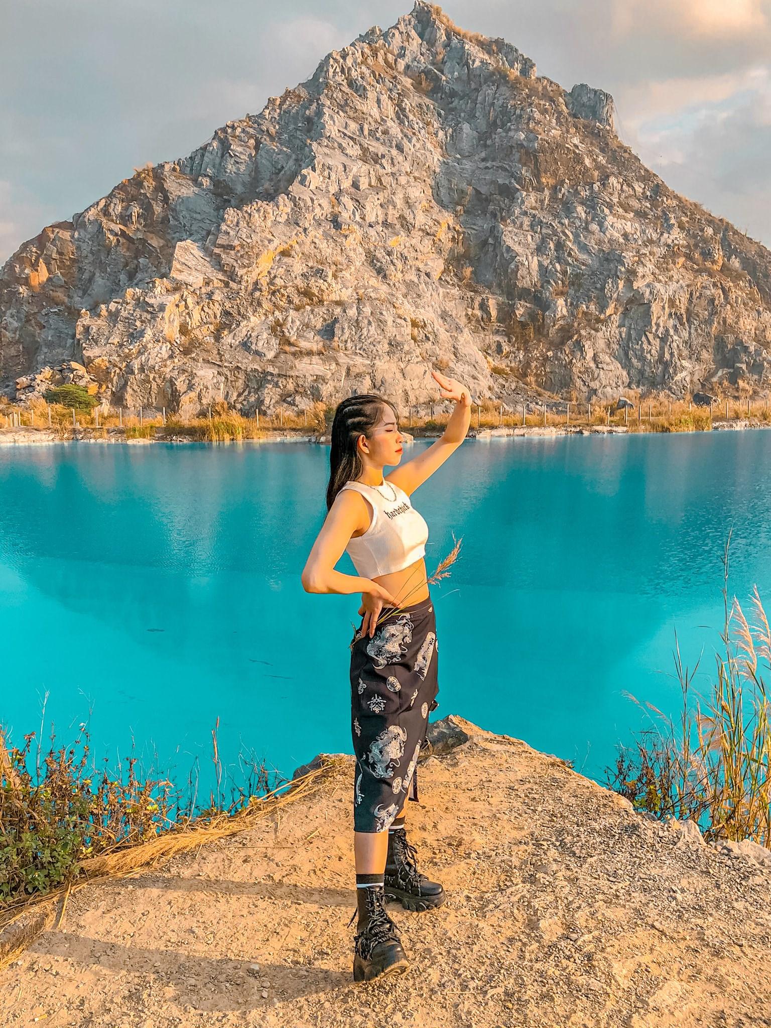 Màu nước xanh ngọc bích của Tuyệt Tình Cốc