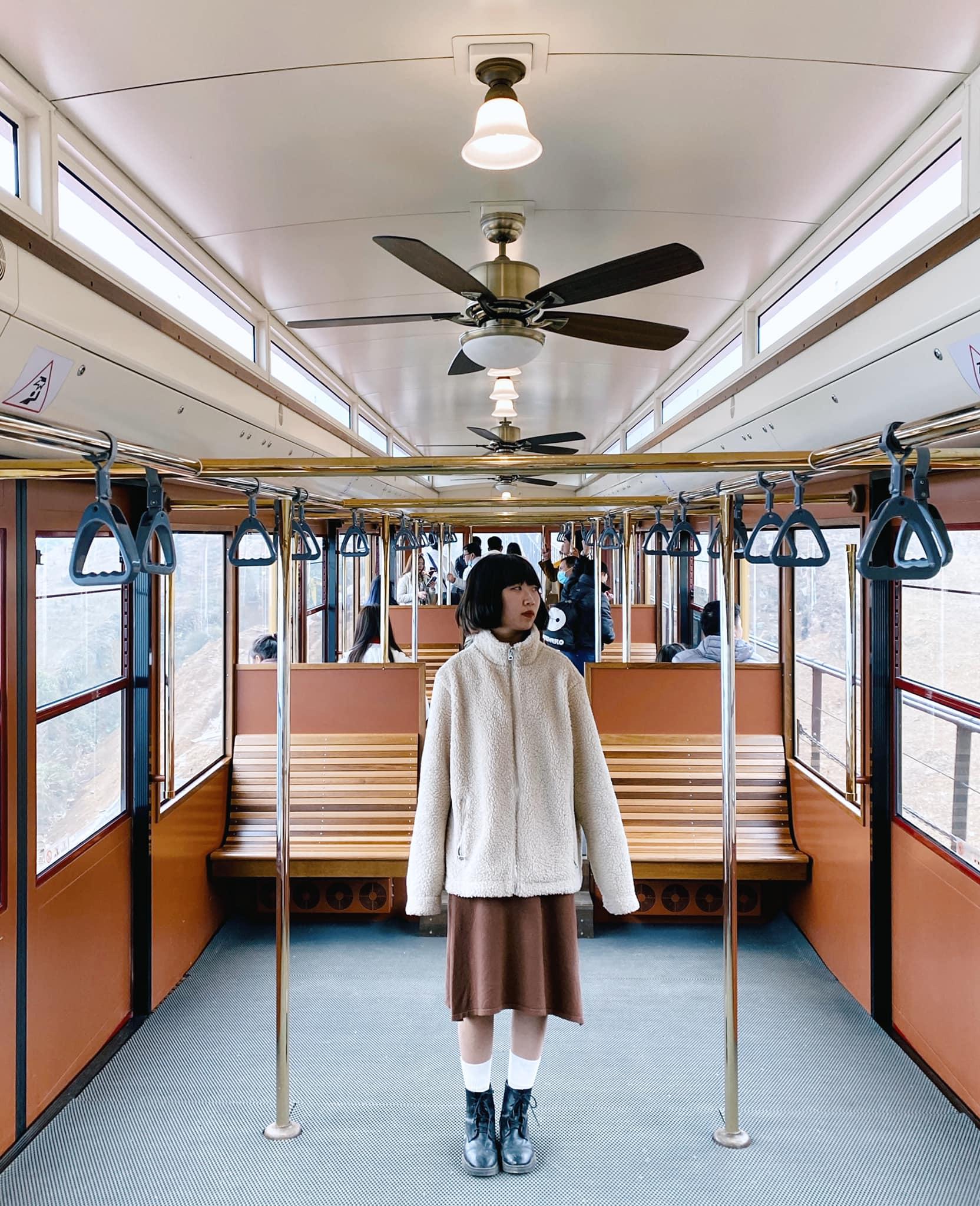 background du lịch tại khoang tàu