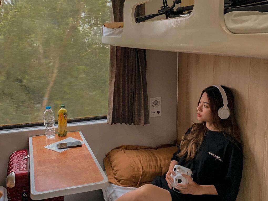 background du lịch trên tàu hỏa