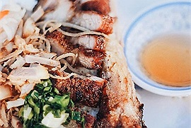 Núp sâu trong những con hẻm Sài Gòn đã vài thập kỷ mà những quán ăn này vẫn nườm nượp khách ra vô