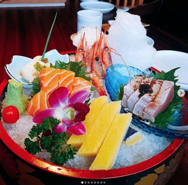 Một set sashimi đầy đủ