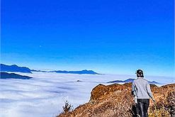 """5km """"chạm"""" tới thiên đường mây Lảo Thẩn - một trong trong những ngọn núi đẹp nhất Tây Bắc"""