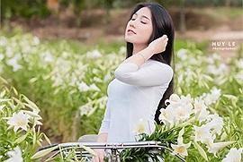 """Hà Nội những ngày """"Tháng tư loa kèn mỏng manh"""", khắp phố phường Thủ Đô nhuộm sắc trắng nhớ thương"""