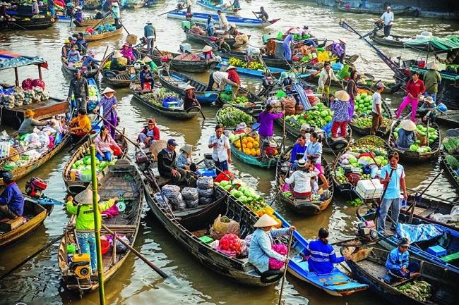 Chợ nổi Long Xuyên đặc trưng miền Tây