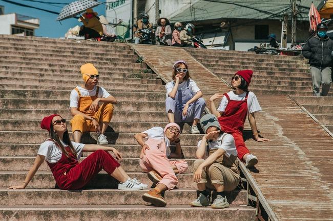 chụp ảnh nhóm tại dốc chợ đà lạt