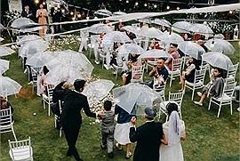 Đám cưới dưới mưa Đà Lạt: Cô dâu chú rể xoay chuyển tình thế bất ngờ, xem ảnh ai cũng tấm tắc khen