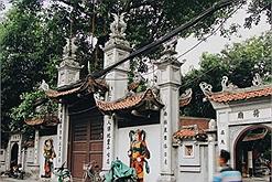 """Chưa cần dâng lễ, cô gái 'ế"""" lâu năm đi tham quan chùa Hà cũng """"kiếm"""" được chồng ưng ý"""