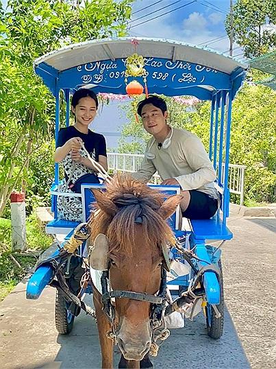 Gái Việt dẫn bạn trai Hàn du lịch khắp Việt Nam: Vi vu từ Bắc chí Nam bây giờ là ghé xứ dừa Bến Tre