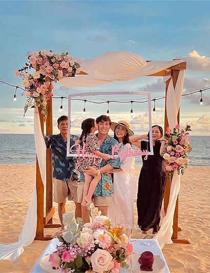 Gia đình Cam Cam bất ngờ tổ chức sinh nhật lãng mạn cho bố Kiên ở resort 5 sao Phú Quốc