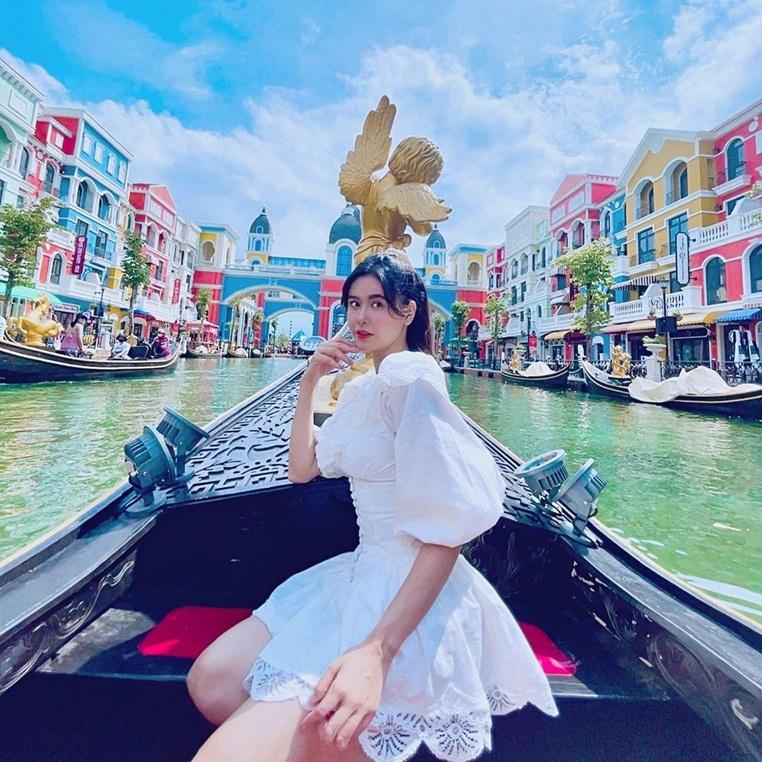 """Tim - Trương Quỳnh Anh lộ 'hint"""" du lịch ở Phú Quốc, """"đường ai nấy đi"""" rồi nhưng con vui là được có phải không?"""