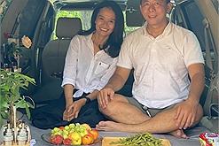 """Cặp đôi biến ô tô thành nhà di động """"camping"""" khắp nơi chỉ với 20 triệu đồng, chuyến đi bắt đầu từ một chữ """"ước"""""""