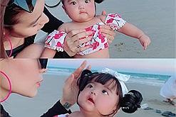 Con gái Mạc Văn Khoa diện đồ bơi xinh xỉu khi ra biển cùng bố mẹ, búp bê chao mi ao ơi cho xin miếng bánh bao đi!