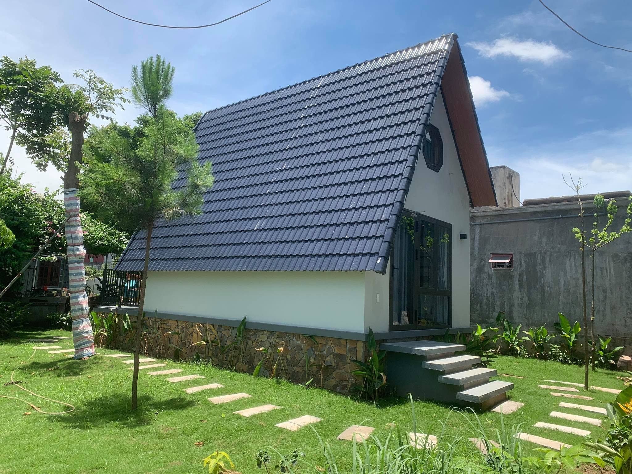ông bố xây bungalow tại nhà cho con