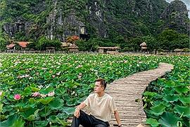 """Tháng 6 này Ninh Binh có mùa sen, cầm 905k nhưng anh chàng Mạnh Tiến Khôi vẫn """"bung xõa"""" loạt """"tiên cảnh"""" trong 24h"""