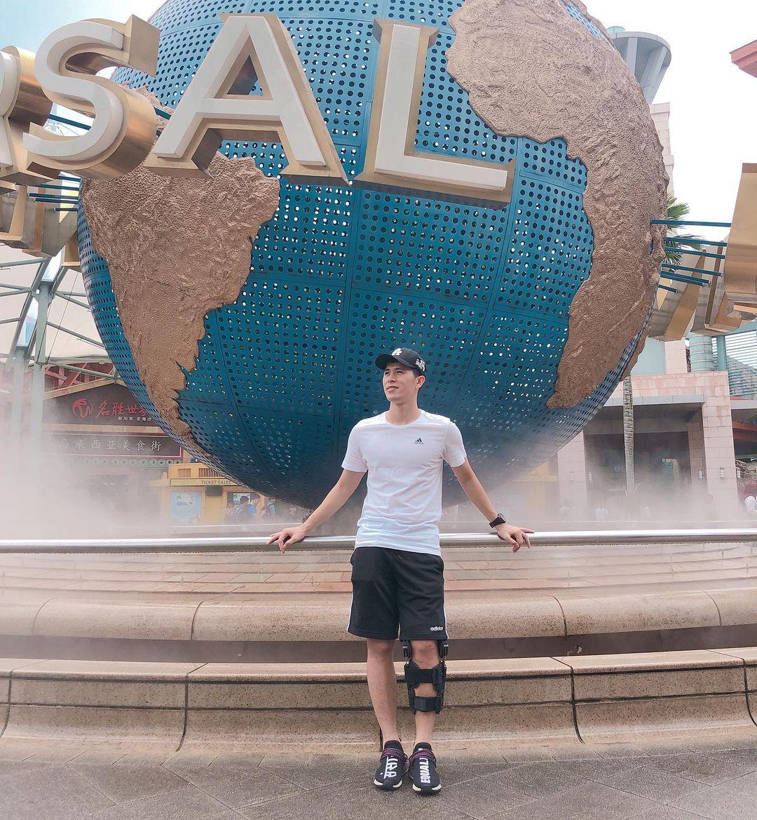 Đình Trọng có chung một góc chụp với Duy Mạnh tại Singapore